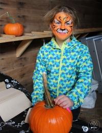 Tiger-Girl-w-pumpkin